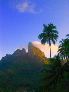ボラボラ島のシンボル オテマヌ山