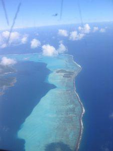 岩礁とラグーンのコントラスト
