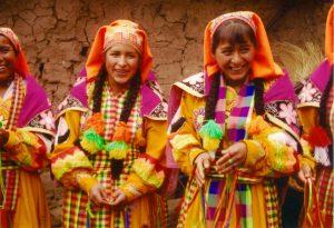 ペルーの現地のお祭りの少女達