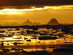Photo by Guido 南極の夕暮れ 11月 23時半